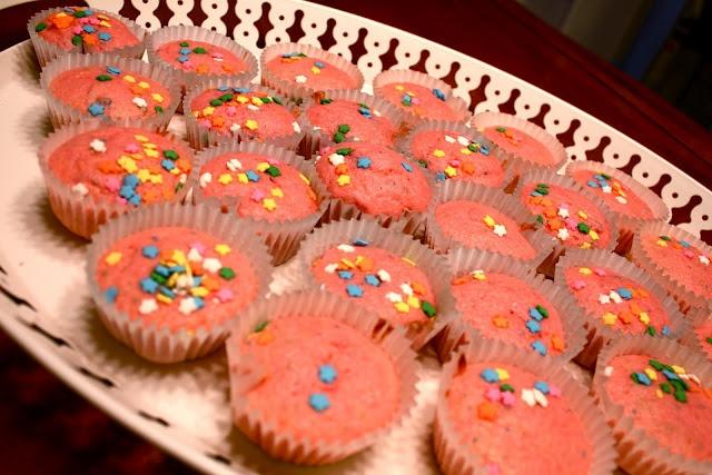 pink lemonade confetti cupcakes from skinny taste
