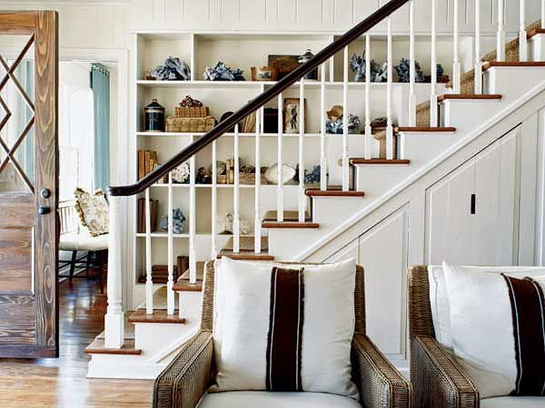 Staircase Display - MyHomeIdeas.com