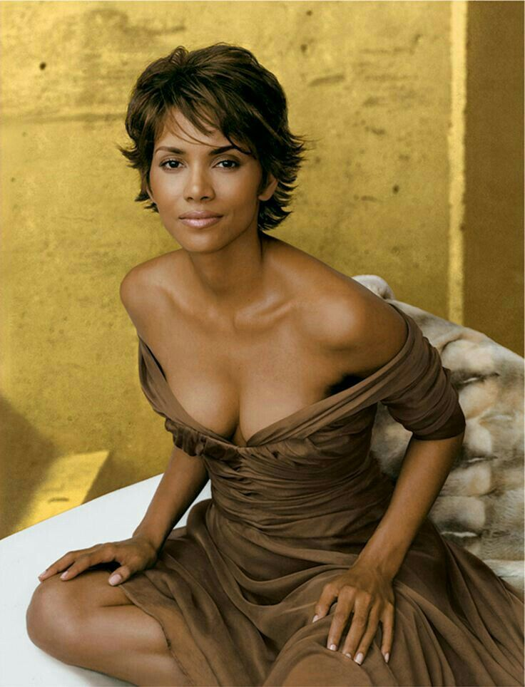 Halle Berry Gets Sexy for Scandale