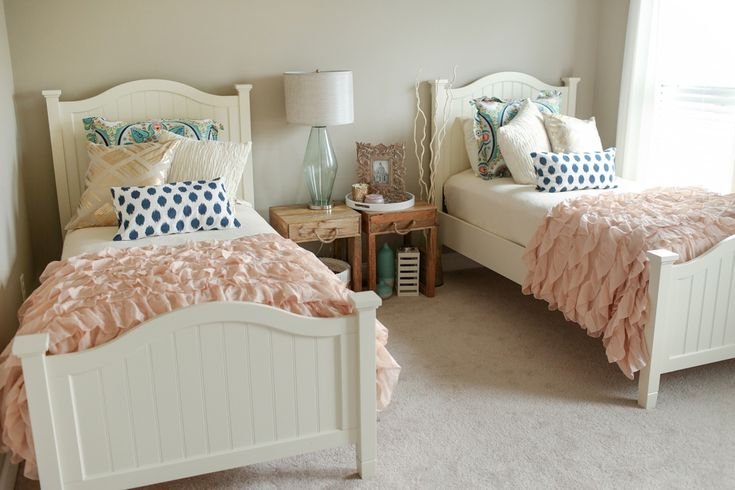 twin bedroom | Katelyn James Photography