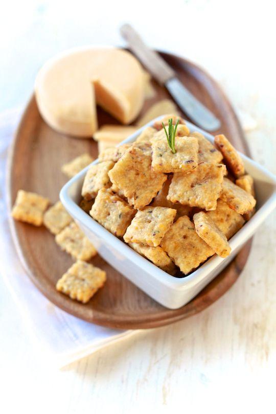 Cheddar, Apple & Rosemary Crackers - TheNoshery.com