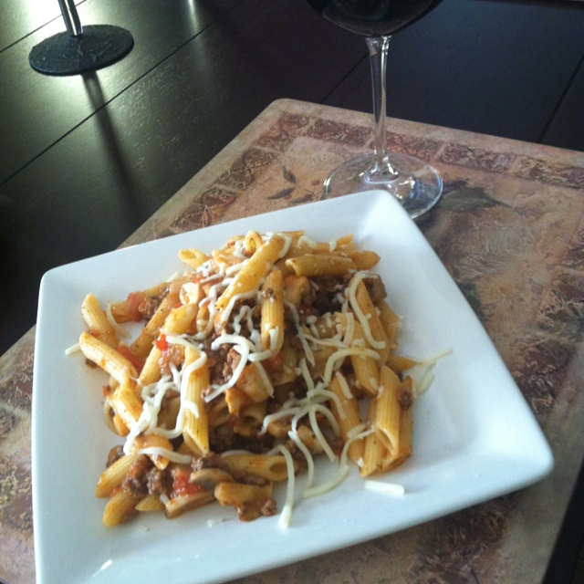 Penne with ground beef, garlic, onions, tomatoes, mushrooms, spicy ...
