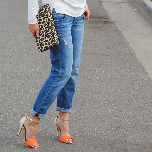 Love the simplicity of the outfit with those fabulous shoes!