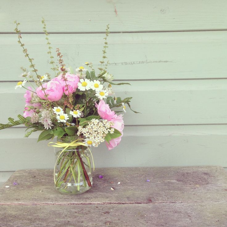 English country garden wedding flowers flower arranging for Garden arrangement