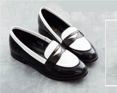 England Retro Stylish Patent Leather Flat Shoes for Women on BuyTrends