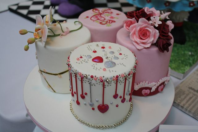 Design For Small Cake : Small cakes - CAKE DECORATING - Pinterest
