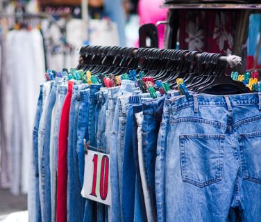 How to Shop at Thrift Stores for Clothes To Save Money // Some great
