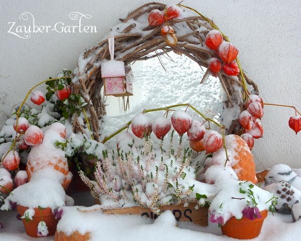 Garten Dekoration im Herbst mit Schnee  Home and Garden