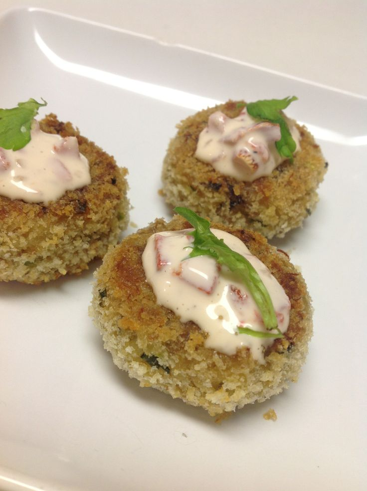 Panko-crusted Crab Cake Bites with Roasted Pepper-Chive Aioli | Recipe