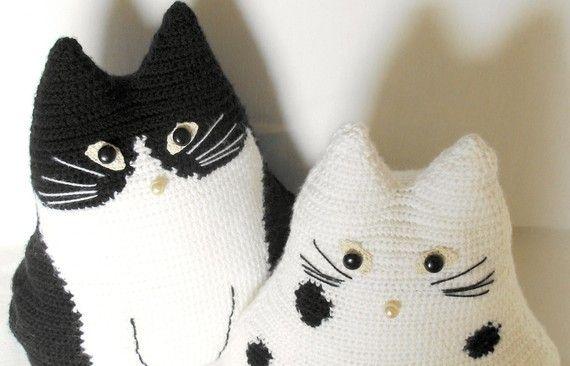 crochet cat toy pillows set, Black and White cat stuffy ...