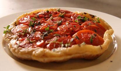 Tomato and Thyme Tarte Tatin - 5 ingredients, so easy