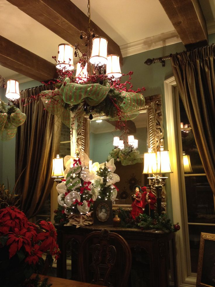 Foyer fixture christmas decorations pinterest for Dining room xmas decorations