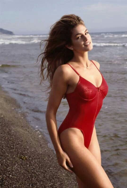 Cindy Crawford Unretouched: The Models Body Makes Waves