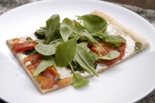 arugula, mozzarella and tomato pizza | Pizza | Pinterest