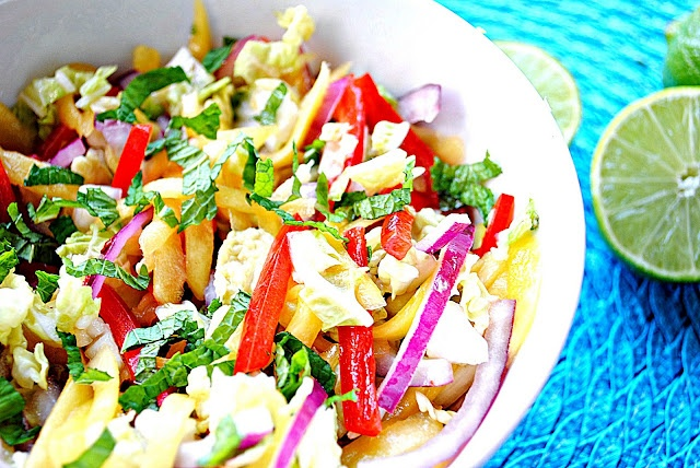 Mango salsa with cashews (mangoes, cabbage, bell pepper, red onion ...
