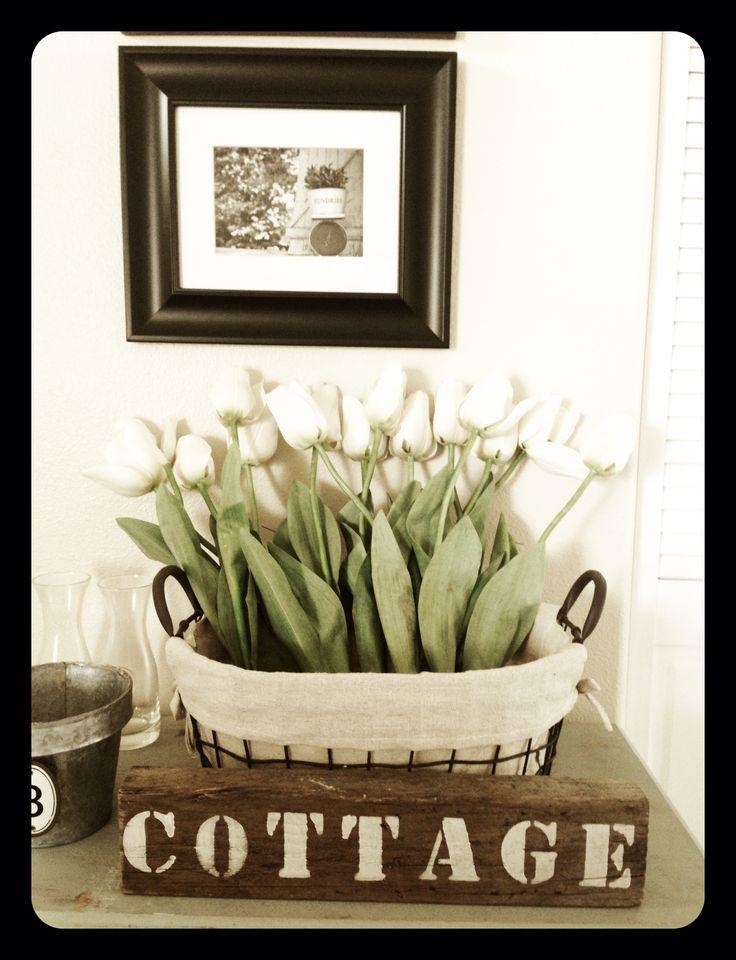 Cute cottage farmhouse Spring decor