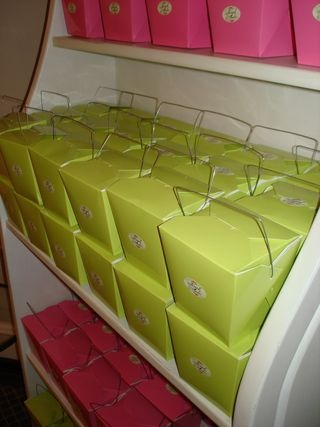 Cupcakes in Chinese take out boxes | celebrate {surf party} | Pintere ...