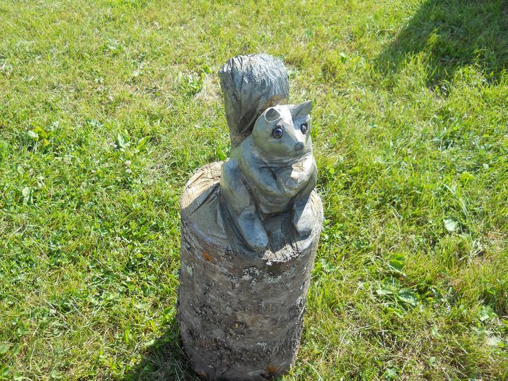 Chainsaw carving of a squirrel on a log. | Woodworking ...