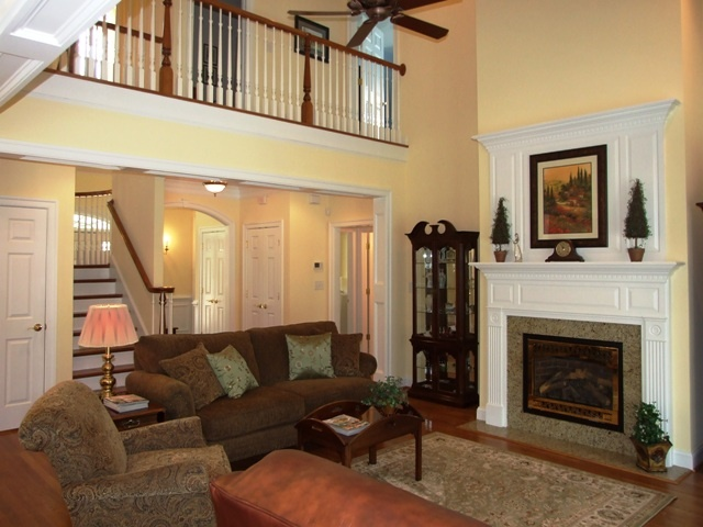 Great room with cathedral ceiling for Vaulted ceiling great room
