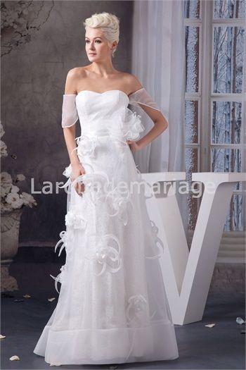 Robe de mariée en dentelle et organza agrémentée de fleurs à la ...