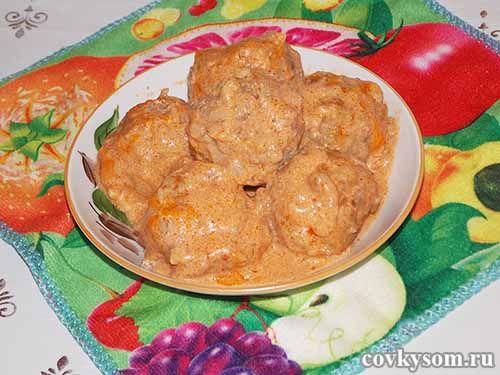 Тефтели с рисом в сметанно томатном соусе пошаговый с фото