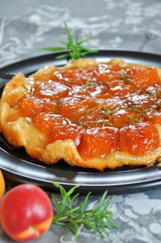 Apricot Tarte Tatin | tarts & pies {spring/summer flavors} | Pinterest