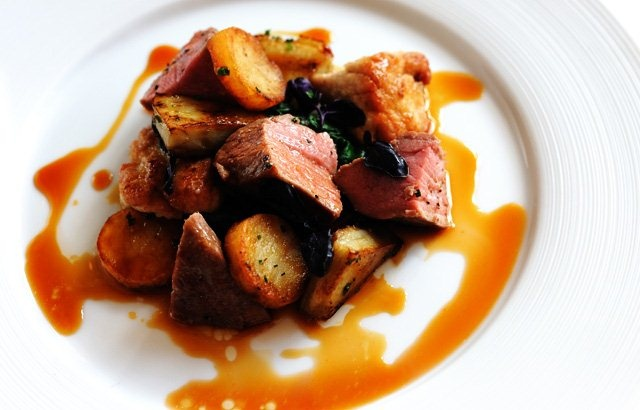 ... with caramelised sweetbreads, sauté potatoes, artichokes and tomatoes