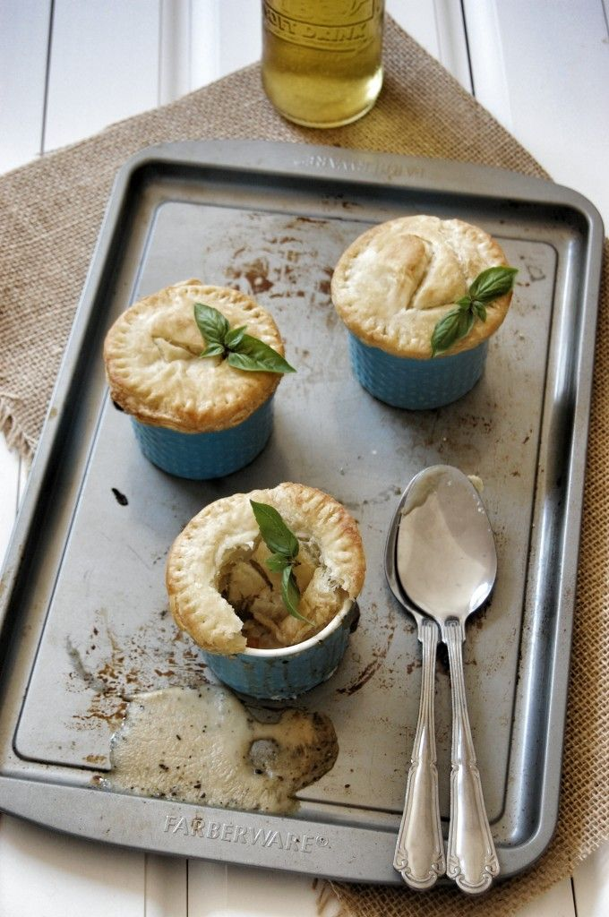 Veggie Pot Pies with White Button Mushrooms {Via Naive Cook Cooks}