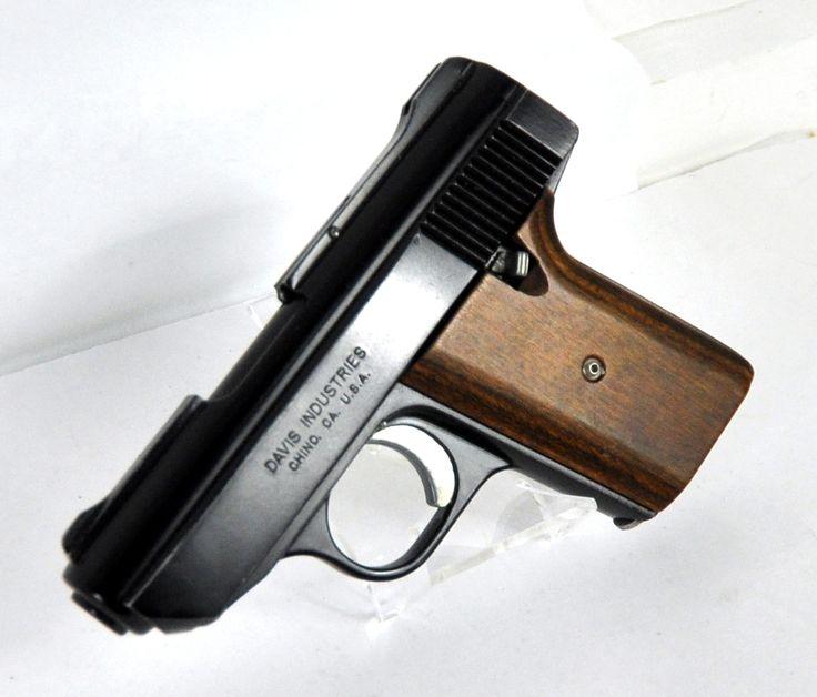 【東京】知人の男に15万円で拳銃1丁と実弾を譲り渡した暴力団組員を逮捕 ->画像>14枚
