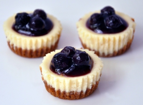 Blueberry cheesecake bites | Food & Drinks | Pinterest