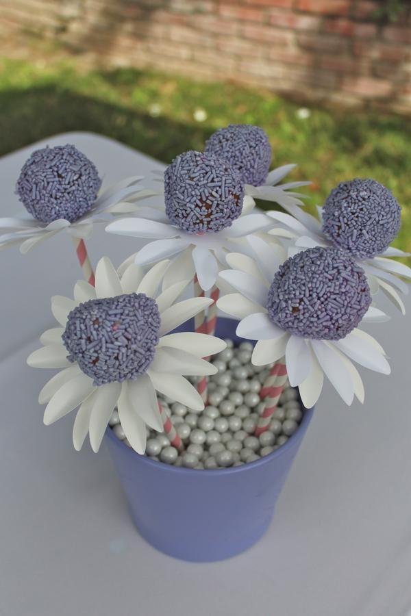 Flower Cake Balls : flower cake pops Cupcakes Pinterest