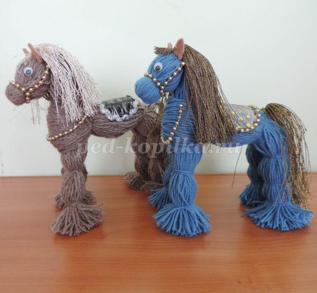 Лошадка из пряжи мастер класс