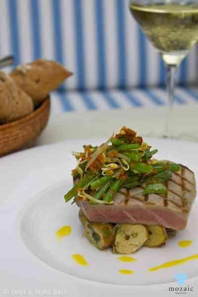 Seared Tuna Fillet © Mozaic Beachclub | LOUNGE SMALL BITES ...