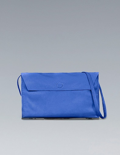 Cobalt blue messenger bag with metallic plaque - ZARA