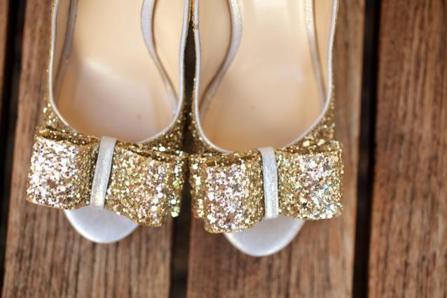 http://3.bp.blogspot.com/-JdbcfZOSVLY/Tx0laFnvN0I/AAAAAAAABoU/eeYhmTOAVuk/s640/Gold+Glitter+Wedding+Shoes.jpg