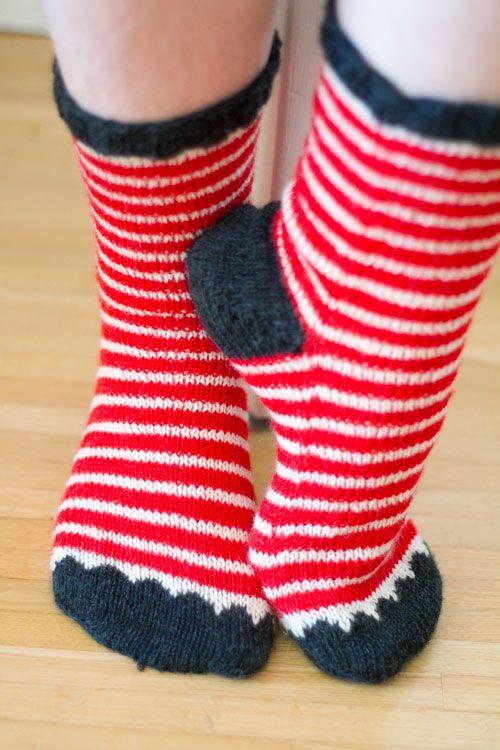 toe-up-happy socks! Arga stickaren.