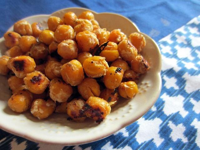 garlic-parmesan roasted chickpeas.   Broccoli Hut   Pinterest