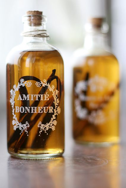 How to make your own vanilla extract! | Cookies, Cakes & Pies Oh My ...