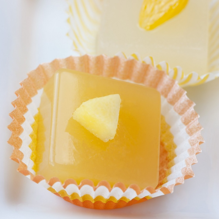 Cosmopolitan Mango Jelly Shot (Mandarin vodka, white cranberry juice ...
