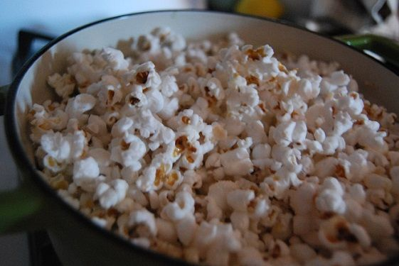 Making the Most of Your Cast Iron: Indian Spiced Popcorn Life and Dim ...