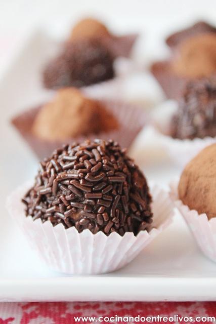 Trufas de chocolate con frutos secos (16) by Cocinando entre Olivos, via Flickr