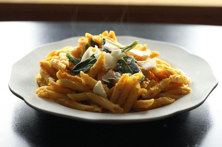 Creamy Pumpkin Pasta with Crispy Sage | Bojo pumpkin party | Pinterest