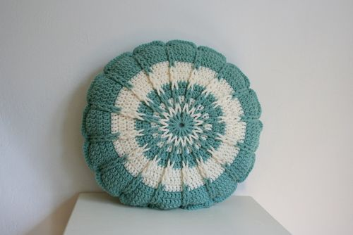 Crochet Round Pillow - Teal (3) Crochet,knit Pinterest