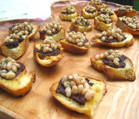 white bean crostini | bean recipes | Pinterest
