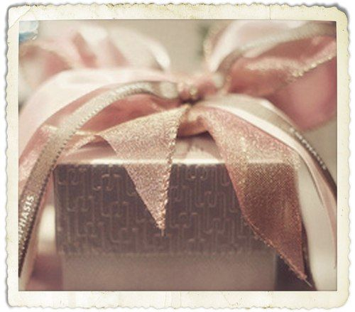 beautifully wrapped presents - something I'd love to master someday!