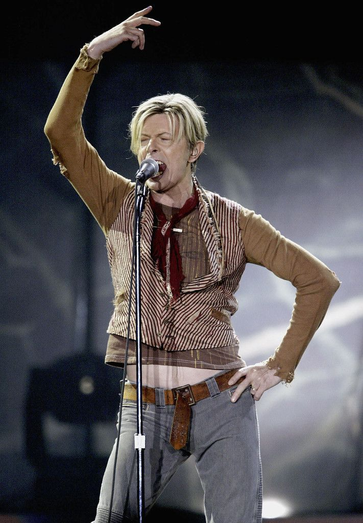 In concert 2003 | David Bowie | Pinterest