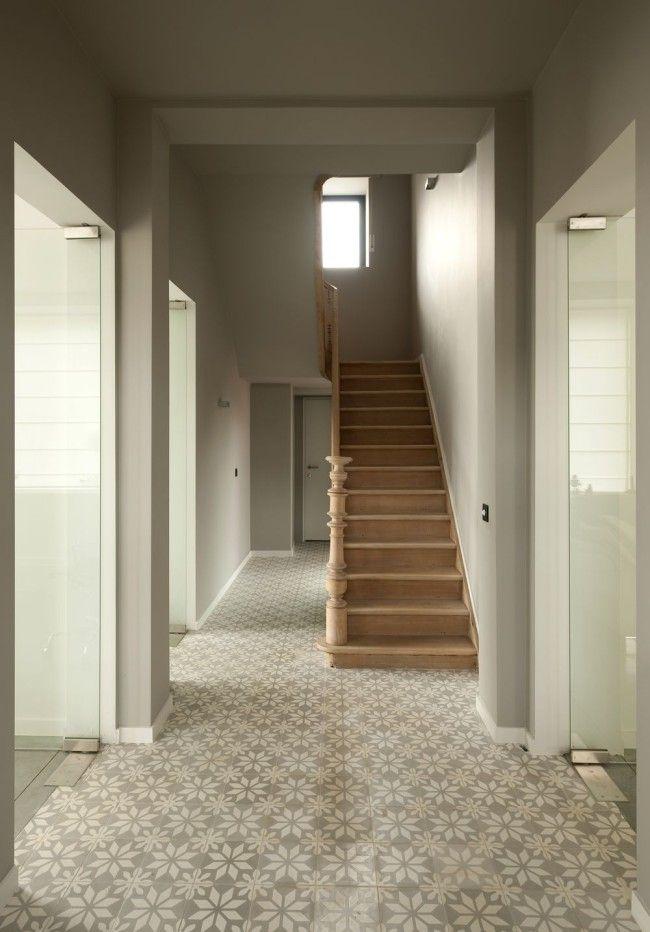 Cementtegels Keukenwand : Luc Roymans cementtegels gang houten trap