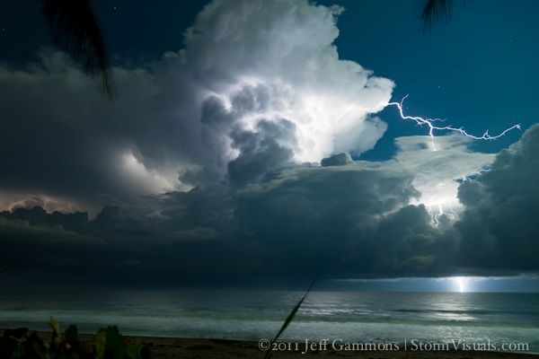 Lightning video over Gulf Stream watersGulf Stream Waters