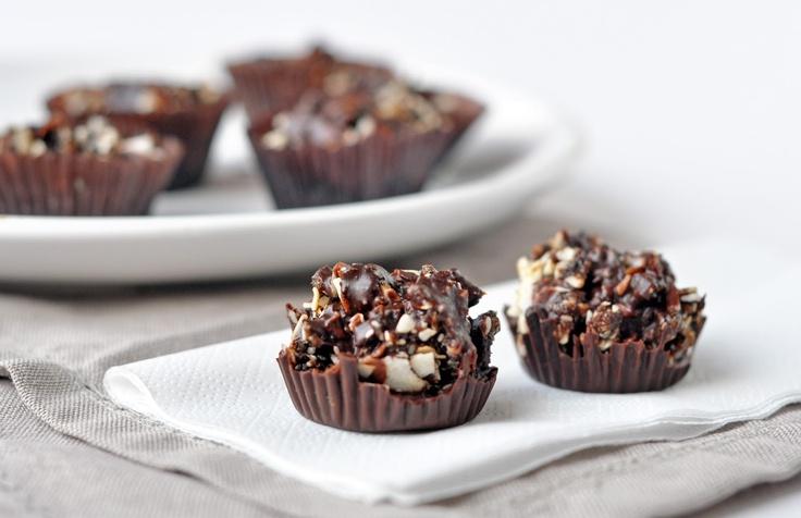 Chocolate almond crackles - sugar-free, dark chocolate, naturally ...