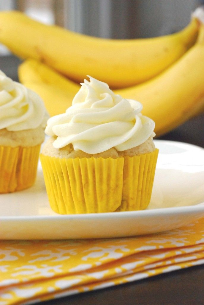 Yummy banana cupcakes with cream cheese frosting